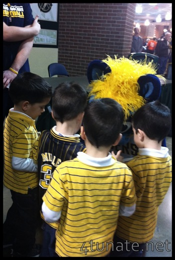 autographs with boomer pacer's mascot kids