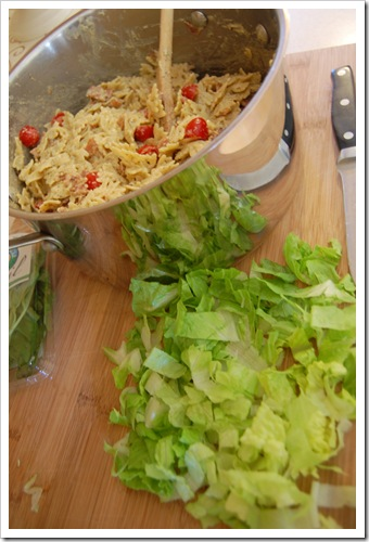 blt pasta salad with lettuce